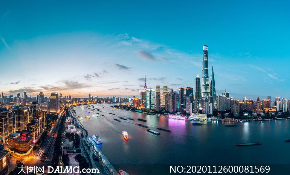 美麗的外灘夜景和黃浦江攝影圖片