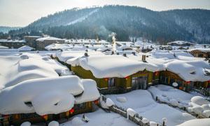 冬季村庄上的积雪高清摄影图片
