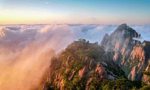 黄山山顶美丽的日出和云海摄影图片