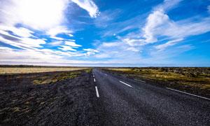 蓝天白云下的田园公路高清摄影图片