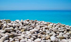 海边光滑的鹅卵石摄影图片