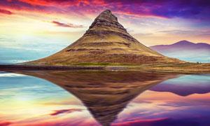 傍晚湖中大山倒影美景摄影图片