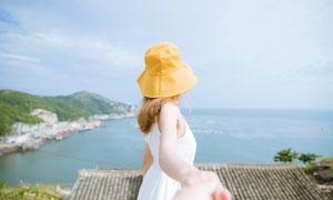 站在海边看大海的小清新美女摄影图片