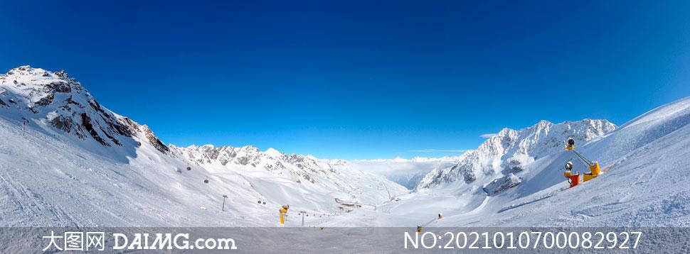 雪山山顶景观和缆车全景摄影图片