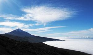 清晨山顶的云海景观摄影图片