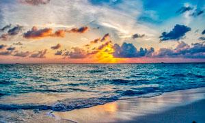 夕阳下的海边沙滩美景高清摄影图片