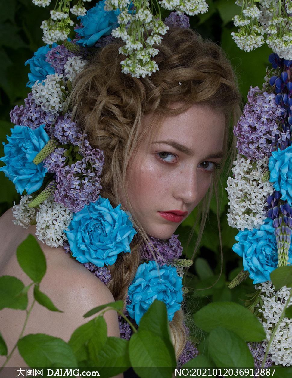 绿叶鲜花装饰美女模特写真摄影素材