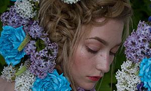 鲜花装饰闭眼睛的美女摄影原片素材