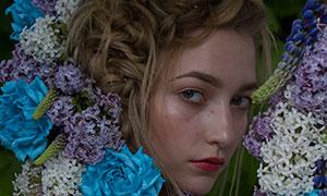 绿叶鲜花装饰红唇金发美女摄影原片