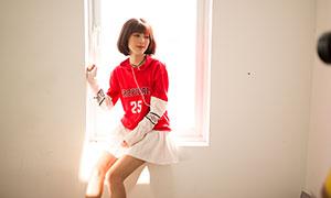 卫衣打扮短发造型美女摄影原片素材