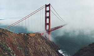 云雾中的跨海大桥高清摄影图片