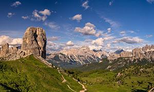 蓝天白云下的大山美景高清摄影图片