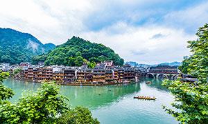 凤凰古城建筑和河道摄影图片