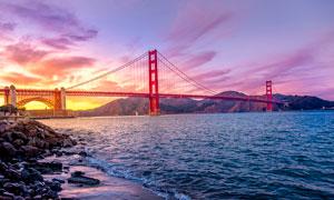 夕阳下美丽的美国金门大桥摄影图片
