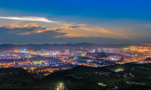 夜幕降臨下的城市夜景攝影圖片