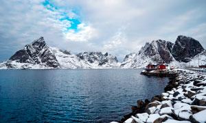 冬季雪后湖邊美景攝影圖片