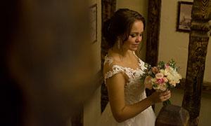手拿著花束的美女新娘攝影原片素材