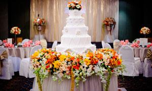 五层生日蛋糕摄影图片