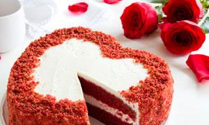 心形巧克力蛋糕摄影图片