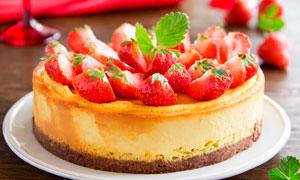 草莓蛋糕美食摄影图片