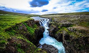 田園上的小溪瀑布流水攝影圖片