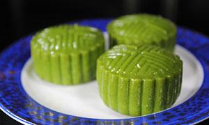 绿色饼状青团子摄影图片