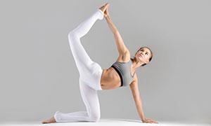 進階難度體式瑜伽美女攝影高清圖片