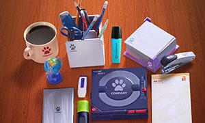 桌面上的信封信纸咖啡等样机源文件