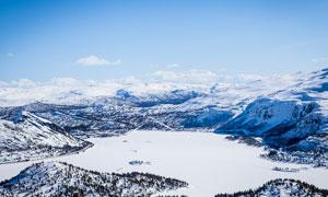 大山中美麗的雪景高清攝影圖片