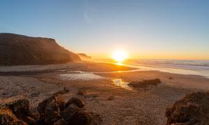 夕陽下的海灘美景攝影圖片