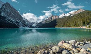 山腳下的湖泊美景高清攝影圖片