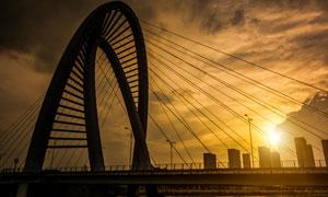 夕陽下的橋梁高清攝影圖片