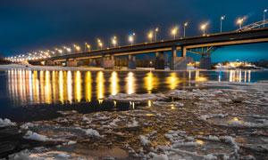 冬季城市中的桥梁美丽夜景摄影图片