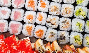 鸡肉与品类多样的寿司摄影高清图片