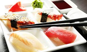 芥末酱油与寿司等特写摄影高清图片
