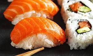 三文鱼等口味寿司特写摄影高清图片