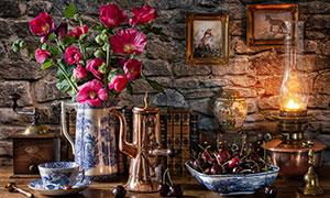 花瓶水果与墙上的挂画摄影高清图片
