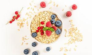 燕麦片与蓝莓树莓特写摄影高清图片