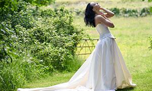 拖尾婚纱长裙美女人物摄影高清图片