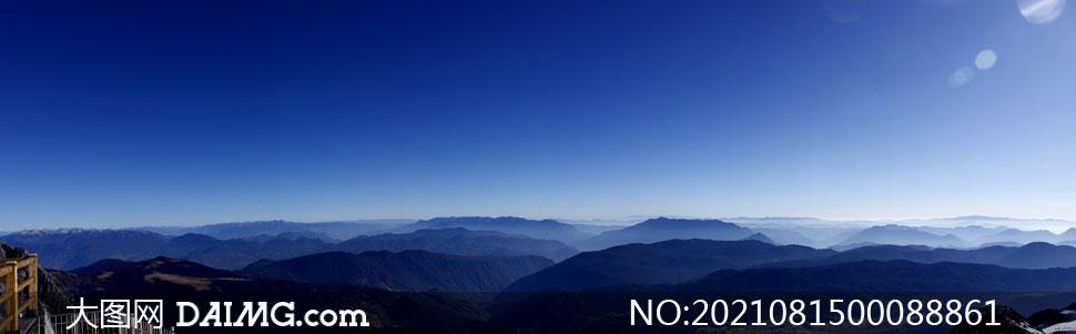 云南丽江连绵山峰全景图摄影图片