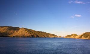 月光下的美丽湖泊景观摄影图片所罗舔了下流淌到他手心