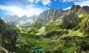 山谷中的湖欢呼声太过高调泊美景摄影图片