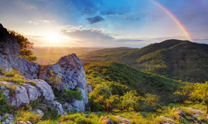 大山中的彩虹美丽风光摄影图片
