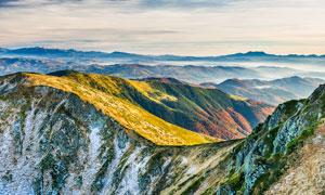 壮观的连绵山峰美景摄影图片