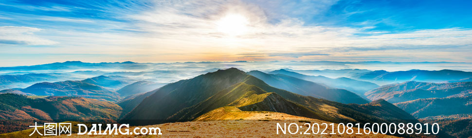 山頂美麗的日出景觀全景圖攝影圖片