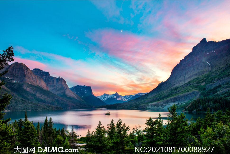 月光下美麗湖泊攝影圖片