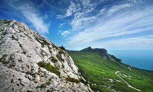山坡巖石和草地景觀攝影圖片