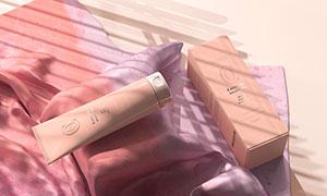放在布上的护肤品包装效果样机模板