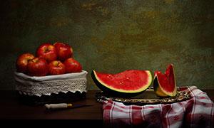 西瓜与篮子里的苹果等特写高清图片