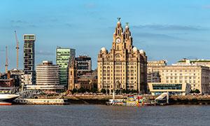 利物浦建筑物与码头游船等高清图片